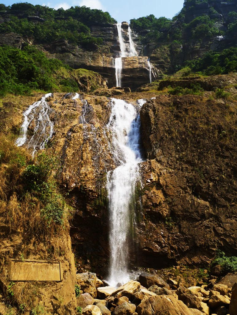Five Waterfalls to be Visited in North-East India The Kynrem Falls